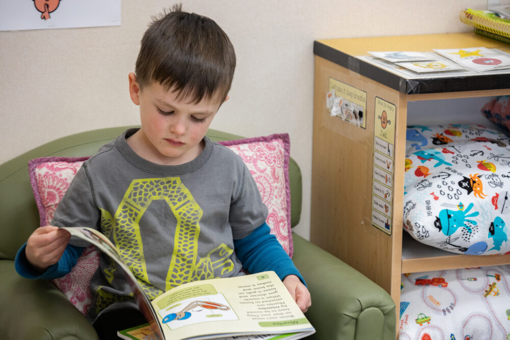 This image has an empty alt attribute; its file name is preschooler-reading-1000x667.jpg
